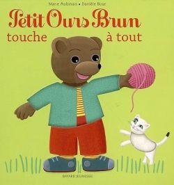 Couverture de «Petit Ours Brun touche à tout – livre à matières»