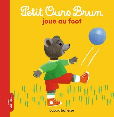 Couverture de «Petit Ours Brun joue au foot»
