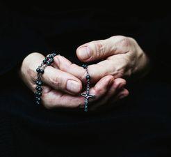 Donne la paix, Seigneur, à ceux qui t'espèrent : ne fais pas mentir les paroles de tes prophètes ; exauce la prière de ton peuple.