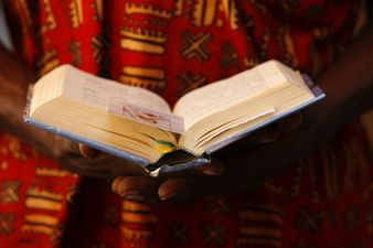 Proclamez aux nations le salut de Dieu et ses merveilles à tous les peuples: il est grand le Seigneur, grande est sa gloire.