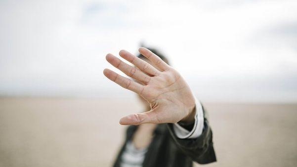 Pitié, mon Dieu: tout le jour on m'attaque, on me harcèle; mais je compte sur toi.